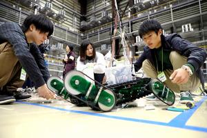 廃炉担う人材、育てなきゃ 福島、現場を模してロボコン