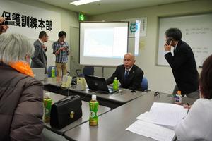 電波を感知するとパソコンの地図上に印で位置が示される=滋賀県大津市内で