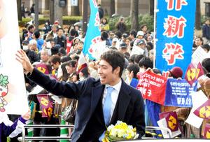 栃木)萩野公介選手ら3人、宇都宮で祝賀パレード
