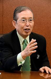 インタビューに答える日本電産の永守重信氏=西村宏治撮影