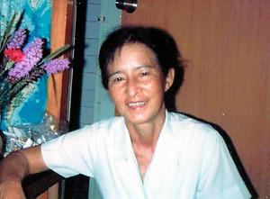 白久砂子さん。晩年は沖縄本島北部のやんばるの森で風景画を描いていたという=1978年ごろ、遺族提供