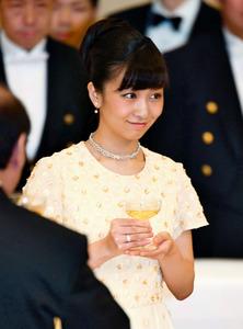 佳子さまの笑顔、場が華やぐ