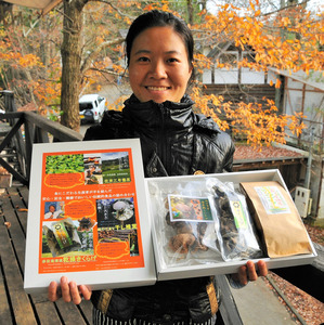 乾燥キクラゲ、干しシイタケ、自然栽培茶の「お歳暮セット」=名張市上三谷