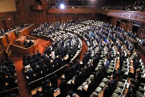 カジノ法案、衆院通過 与党内の対応割れる異例の展開に