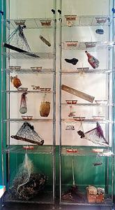 「ソコソコ想像所」(瀬戸内国際芸術祭)の展示。遺物から臨場感が伝わる