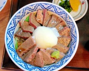 いまきん食堂の「あか牛丼」