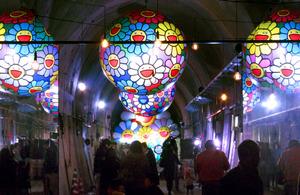 復興願い、トンネル内に輝くバルーンアート 熊本・高森