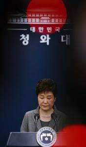 11月29日午後、ソウルの大統領府で会見に臨む朴槿恵大統領=東亜日報提供。自身が関係する一連の事件を受けて、この日、任期途中での辞意を表明。任期短縮を含めた自身の進退を国会の決定に委ねる考えを示した