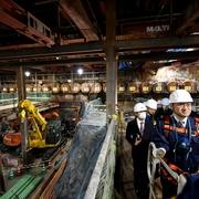 博多駅前の掘削現場、福岡労働局長がパトロール