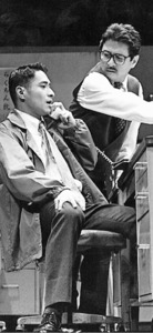 「ら抜きの殺意」の舞台。会社でアルバイトする中年男性が若手のら抜き言葉に憤る=1997年、東京(テアトル・エコー提供)