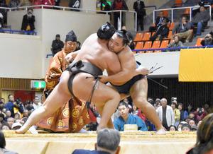 長崎)佐世保で大相撲 3500人の観客に満員御礼