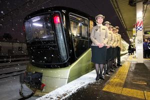 豪華寝台列車「トランスイート四季島」 青森駅で公開