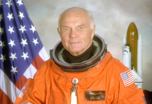 米航空宇宙局(NASA)が1998年4月に撮影したジョン・グレン氏=ロイター