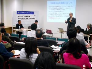南スーダンの現状を学ぶ日本国際ボランティアセンターのシンポジウム。参加者は専門家の話に聴き入っていた=東京都港区