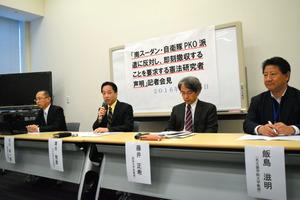 声明を発表する憲法学者ら=東京・永田町の参院議員会館