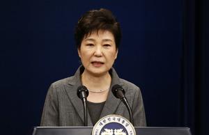 11月29日、ソウルの大統領府(青瓦台)で会見する韓国の朴槿恵大統領=AFP時事。一連の疑惑をめぐって3度目の国民向け談話を発表し、謝罪した