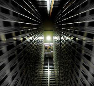 種子の貴重な遺伝子を後世に伝えるジーンバンクの貯蔵庫。室温は零下1度に保たれている=茨城県つくば市、諫山卓弥撮影