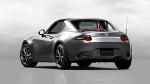 三菱化学のバイオプラスチックは、マツダの小型スポーツカー「ロードスター RF」の外装部品にも採用された=マツダ提供