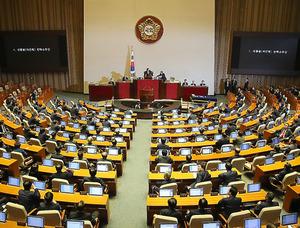 9日午後、朴槿恵大統領の弾劾を可決した韓国国会=東亜日報提供