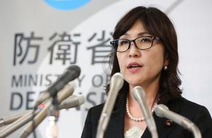 稲田防衛相、中国に反論 「妨害弾発射の事実ない」