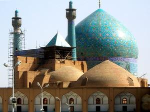 イランの古都イスファハンのイマーム・モスク=2007年撮影、picture―alliance/dpa/AP Images。イスラム世界で最も美しいモスクの一つといわれ、モスクのあるイマーム広場は世界遺産に登録されている