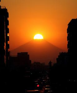 高橋喜代治さんが2013年に「富士見テラス」から撮影したダイヤモンド富士。写真展でも展示する