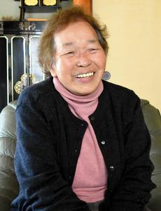 「戦争はいけないという思いを詩を通して伝えていきたい」と話す石井美智子さん=広島市東区