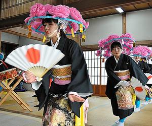 今年の田植え踊りを披露する飯舘中の生徒たち