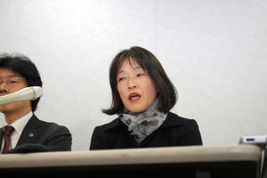 提訴後、会見する青木恵子さん。「自分だけのためじゃない。冤罪(えんざい)を訴えて闘っている人の力に少しでもなれば」と話した=20日午後2時9分、大阪市北区