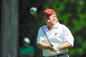 2012年6月、米メリーランド州ベセスタのコングレショナル・カントリークラブでゴルフに興じるドナルド・トランプ=Cal Sport Media via AP Images