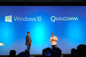 写真1 12月8日、マイクロソフトとクアルコムは提携し、2017年後半に「Snapdragon版ウィンドウズ10」の提供を開始する、と発表