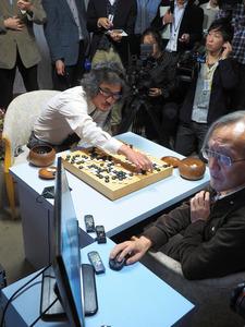 「Deep Zen Go」は電王戦で、趙治勲名誉名人を相手に善戦した=11月23日、東京・市ケ谷の日本棋院