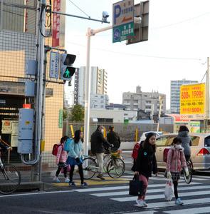 画像感知式の信号が設置された交差点=さいたま市浦和区北浦和