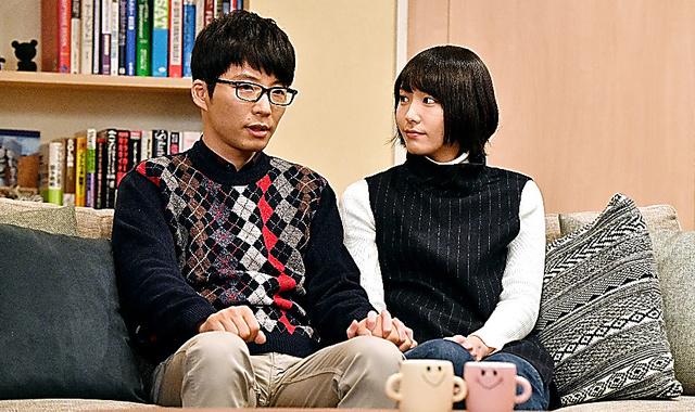 ドラマの一場面。津崎平匡役の星野源さん(左)と森山みくり役の新垣結衣さん (C)TBSテレビ