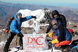 アコンカグアに登頂=2013年、DACグループ提供