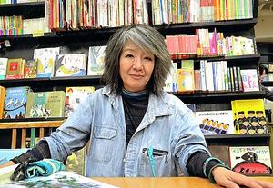 落合恵子さんが主宰するクレヨンハウス東京店の1階子どもの本のフロア。新刊を仕入れる際、スタッフが目を通した上で会議にはかって決める=本人提供