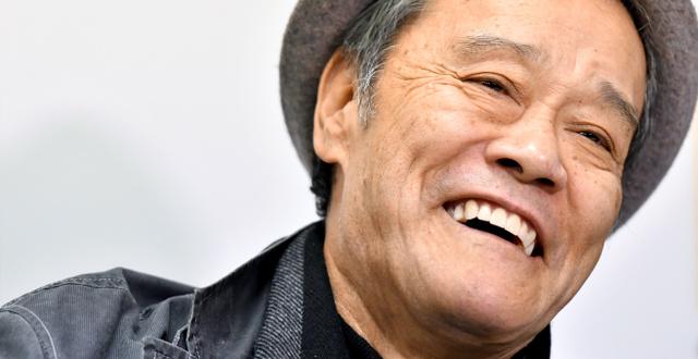 初の自伝「役者人生、泣き笑い」を語る俳優の西田敏行さん=12月6日、東京都港区、仙波理撮影