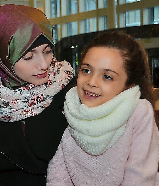 バナ・アベドさん(右)と母親のファティマ・シハンさん=26日、アンカラ、メスット・クチュクアルスラン撮影