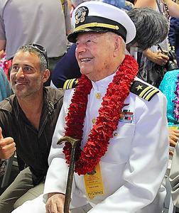 真珠湾攻撃の犠牲者らの追悼式典に参加した元米兵のルイス・コンターさん=今月7日、ホノルル