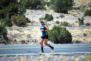 ピート・コステルニックはサンフランシスコ~ニューヨークの米大陸横断レースで新記録を達成。約3100マイル(約5千キロ)を42日と6時間30分で走破した=Pete's Feet Across America via The New York Times/(C)2016 The New York Times