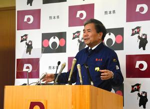 年内最後の定例記者会見で話をする熊本県の蒲島郁夫知事=28日午前10時57分、熊本市中央区、板倉大地撮影