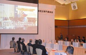 川内原発1号機の特別点検の結果について、九州電力から説明を受ける専門委の委員=鹿児島市