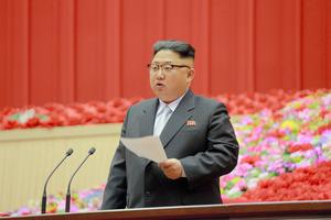 25日、平壌体育館で行われた第1回全党初級党委員長大会で、閉会の辞を述べる金正恩・朝鮮労働党委員長。朝鮮中央通信が報じた=朝鮮通信
