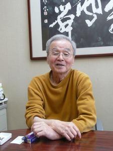 震災当時の様子を語る高野英男院長=2012年4月22日、岩崎賢一撮影