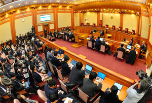 3日午後2時からソウルにある憲法裁判所で始まった朴槿恵大統領の弾劾(だんがい)を巡る第1回弁論=東亜日報提供