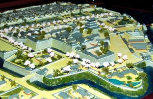 樋田蓮君が制作した小倉城と城下町の復元模型=北九州市八幡東区の市立いのちのたび博物館