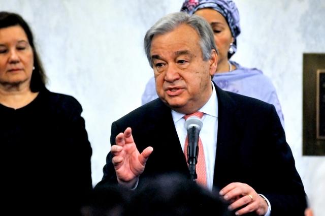 3日、国連本部に初登庁し、職員を前に演説するアントニオ・グテーレス新事務総長=米ニューヨーク、金成隆一撮影