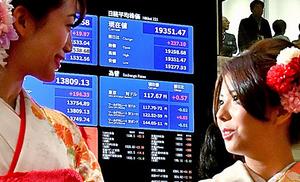 「大発会」後の取引は前年末より値上がりして始まった=4日午前9時4分、東京都中央区、恵原弘太郎撮影