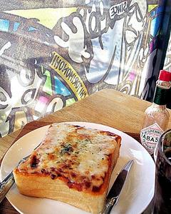 (帰ってきた食べテツの女)駅カフェで作動、食欲の加速装置 ピザトーストセット JR石巻駅 荷宮和子