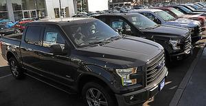 米国市場で売れ筋のピックアップトラック=昨年11月、ロサンゼルス